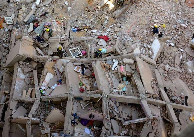 媒體:開羅一棟10層住宅樓發生倒塌事故 致25人死亡