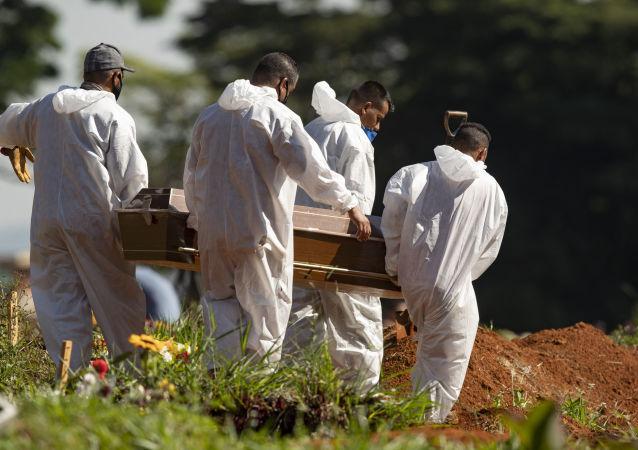 巴衛生部:巴西單日新增新冠病毒死亡病例超2600例