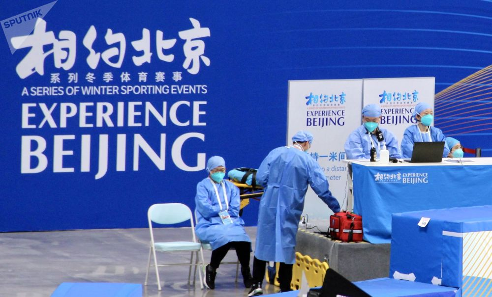 2022年北京冬奧會冰上項目測試賽現場的醫務人員。