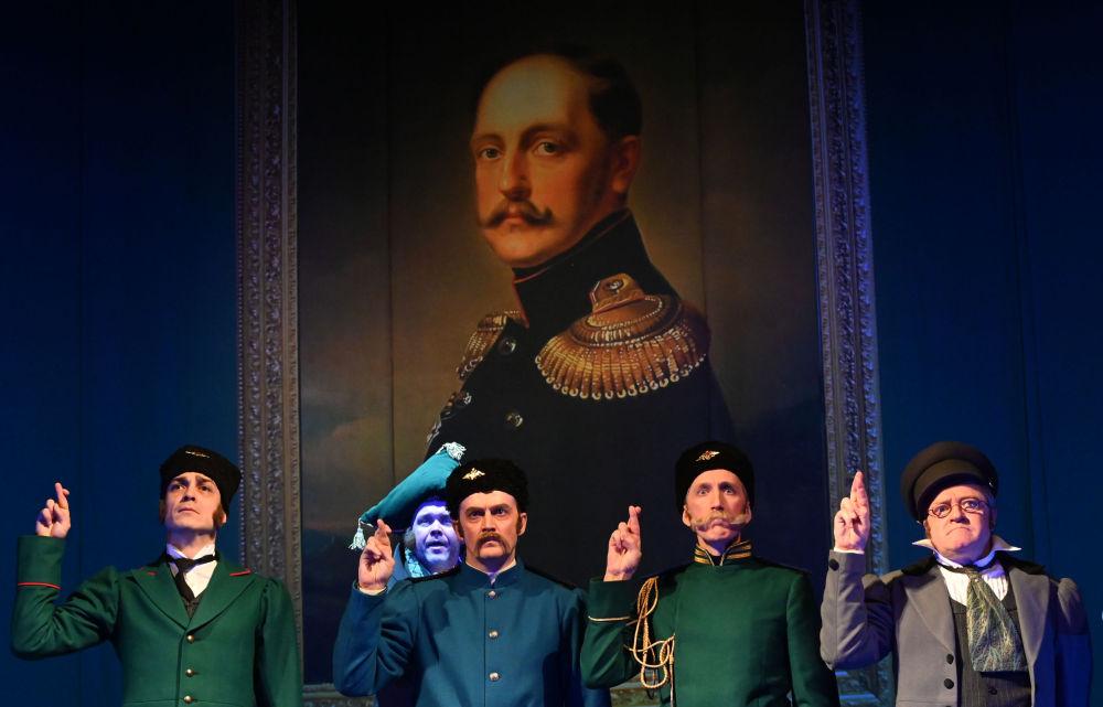 莫斯科小劇院裡上演話劇《死魂靈》
