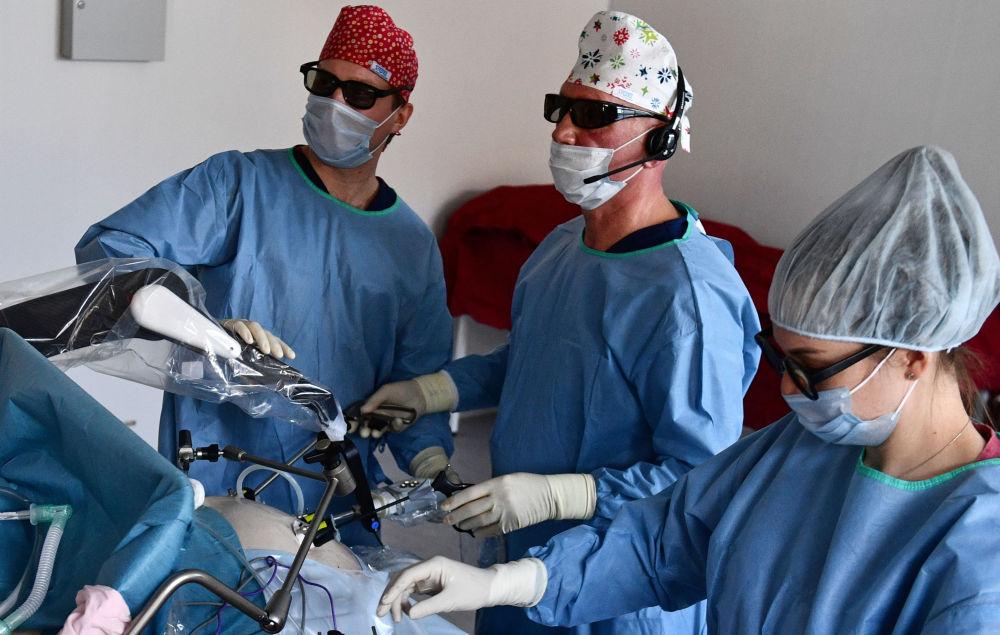 使用機械手當助手的腹腔鏡手術