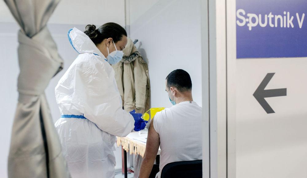 塞爾維亞,人們接種Sputnik V疫苗