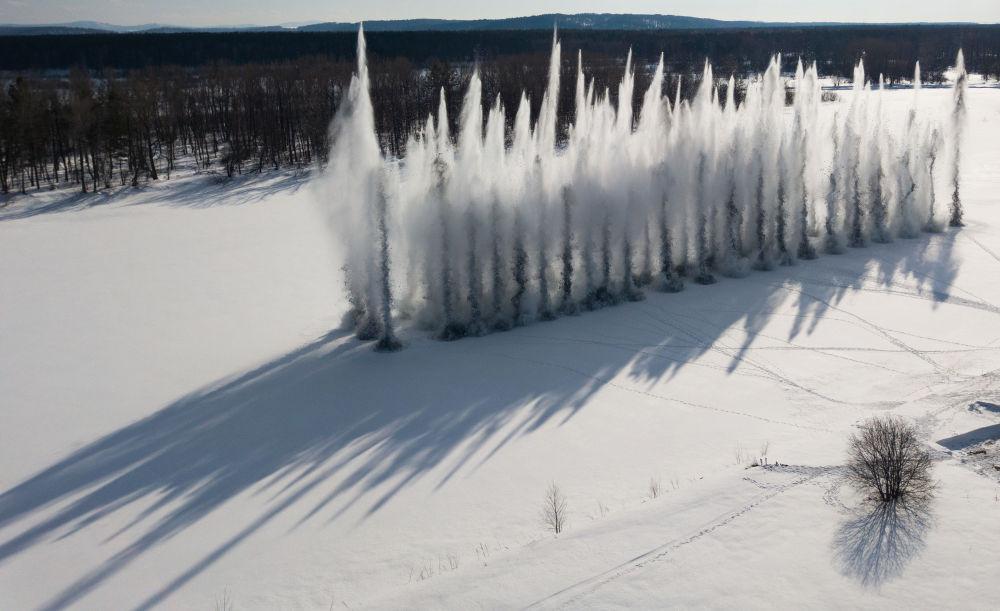 阿爾泰邊疆區比亞河上的炸冰防洪爆破