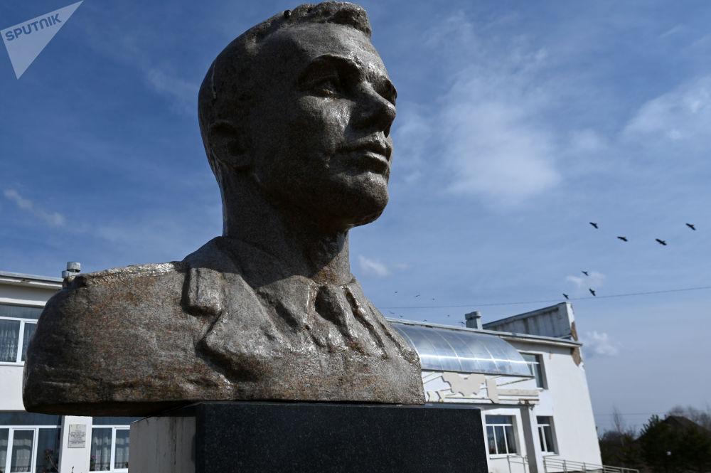斯摩稜斯克州克盧希諾村的加加林雕像。