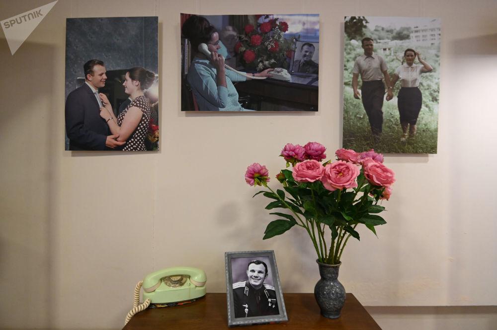加加林市飛行員之家懸掛的尤里·加加林畫像。