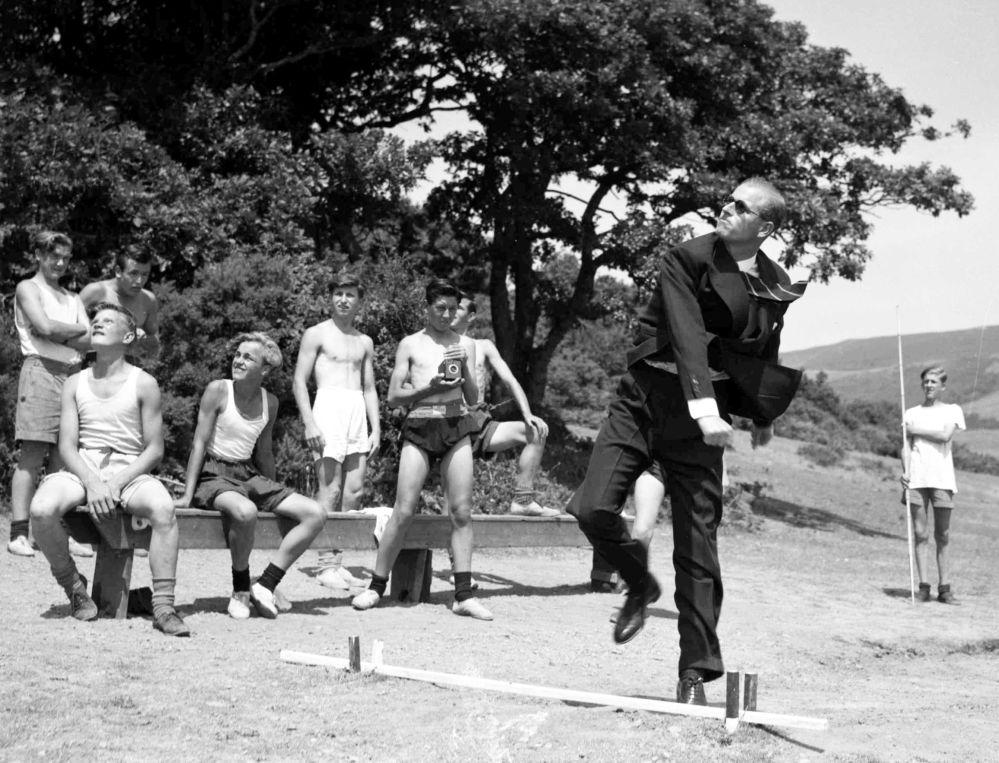 1949年,菲利普親王在威爾士海事學校留影。