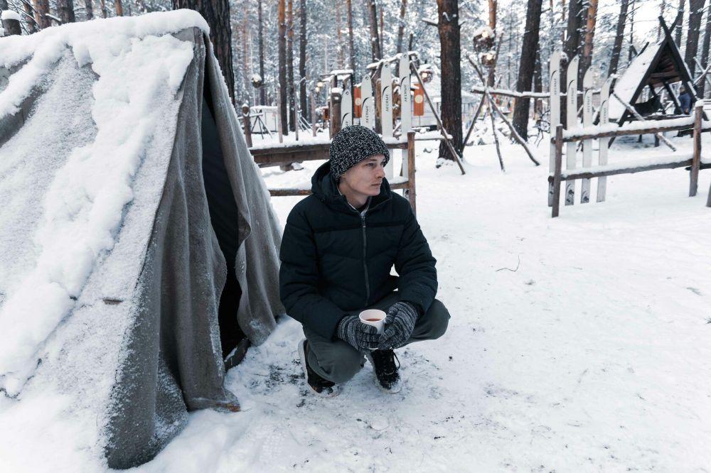 「我愛上了俄羅斯。我很想留在這裡。首先在這裡,你可以看到獨有的美麗的四季。我第一次過了一個有雪的聖誕節。我愛上了俄羅斯的建築。我拍了很多照片。」