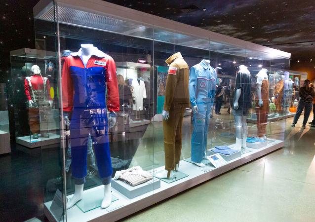 太空衣物:宇航員在太空服裡面穿甚麼?