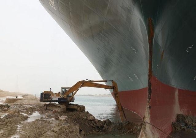 蘇伊士運河挖掘機工人未獲加班費 曾連續工作21個小時