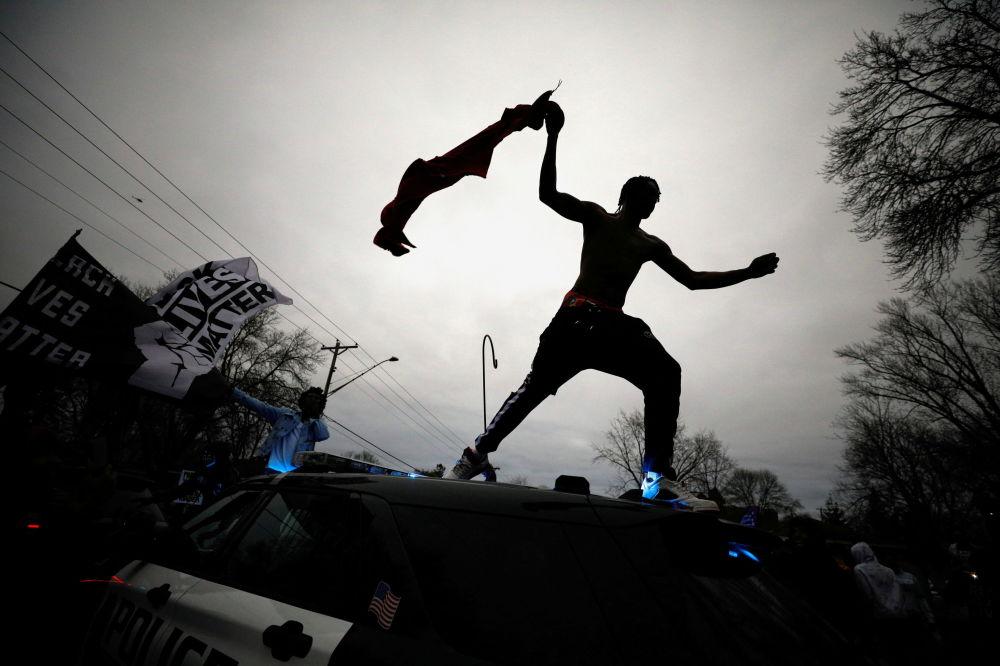 明尼蘇達州民眾抗議警察射殺黑人男子賴特。