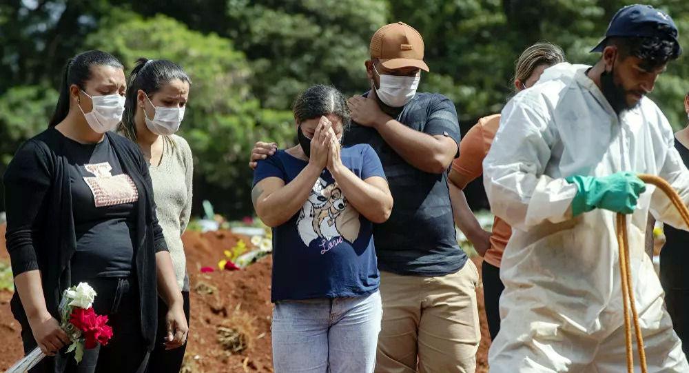 巴西衛生部:該國新冠病毒病例數單日增加近7萬