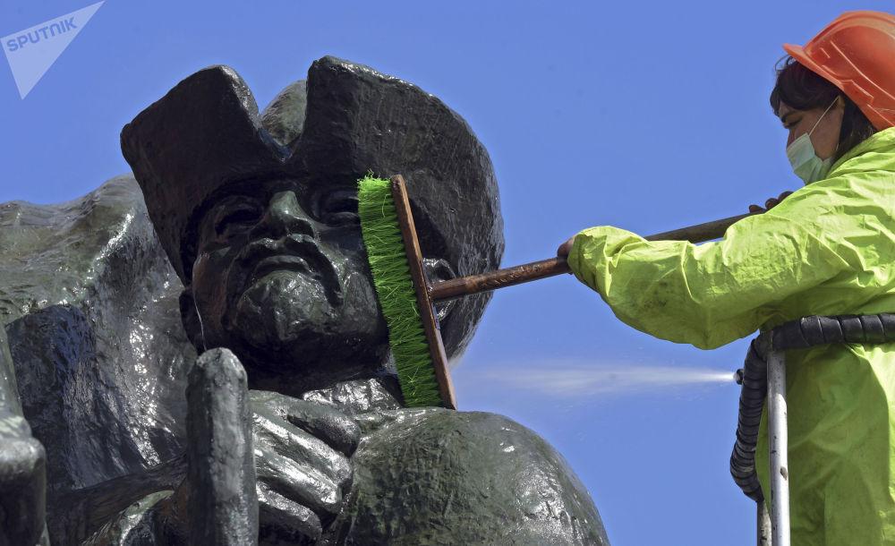 莫斯科市啓動紀念碑清洗工作。