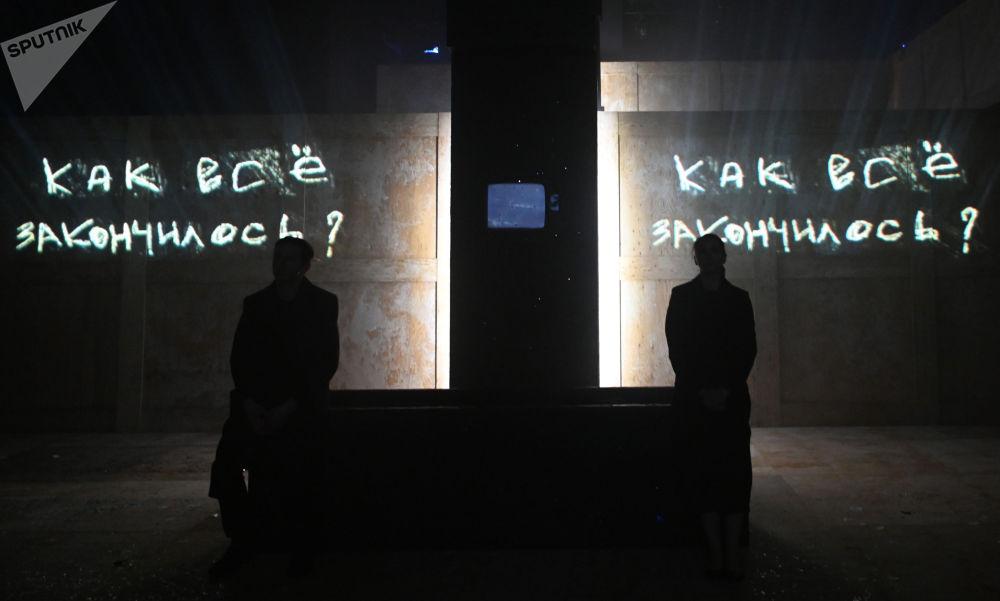 民族劇院上演「活著•托」話劇。