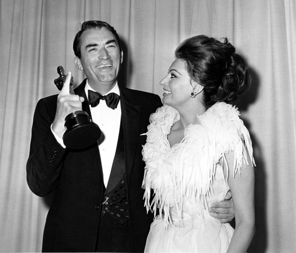 格利高里·派克與索菲亞·羅蘭參加1963年奧斯卡金像獎頒獎典禮。