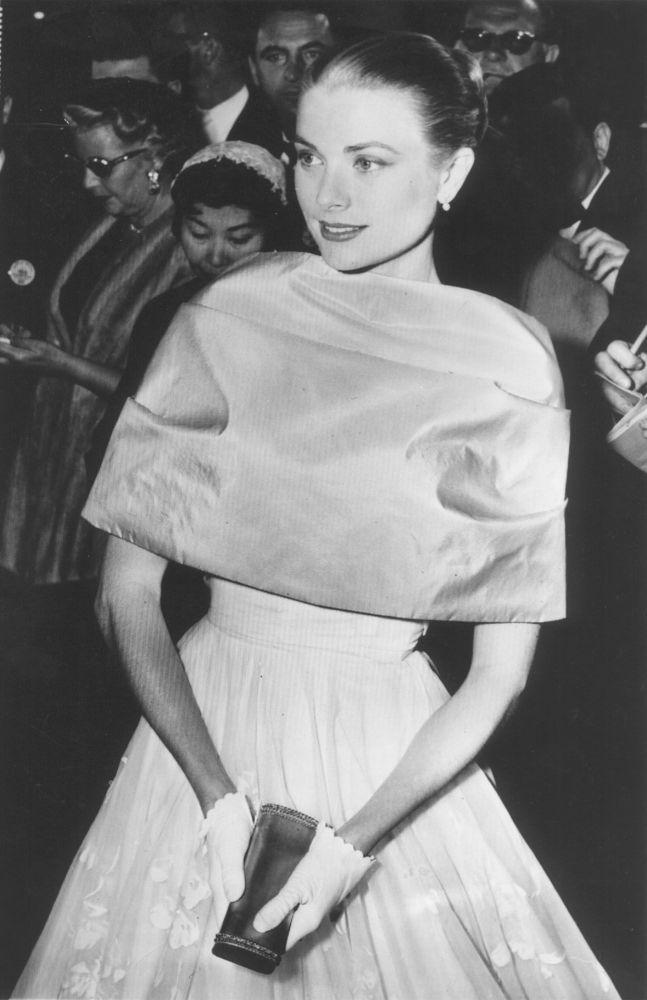 格蕾絲·凱利參加1956年奧斯卡金像獎頒獎典禮。
