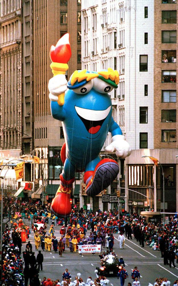 1996年亞特蘭大奧運會吉祥物參加紐約市感恩節遊行。