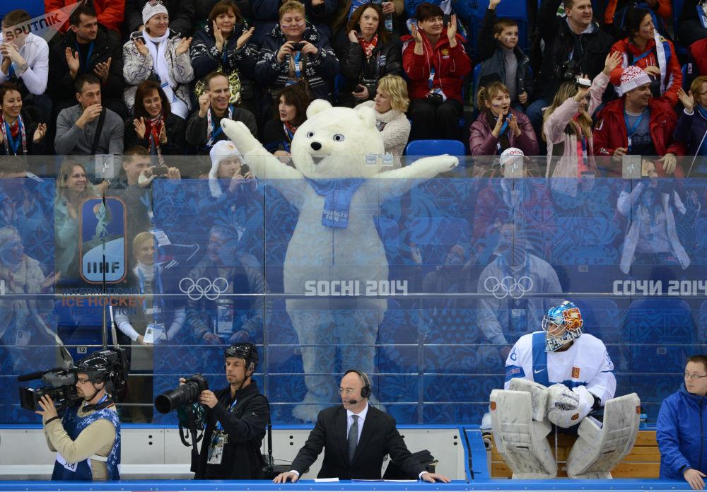 索契冬奧會美國冰球隊對戰芬蘭冰球隊。