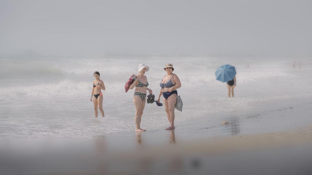 西班牙攝影師馬里亞諾•貝爾瑪拍攝的作品《Días de Playa》,獲得公開組生活方式類別獎項。