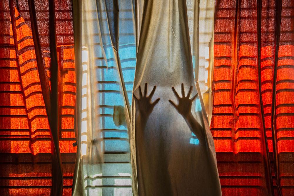 印度攝影師普巴倫•巴蘇憑借作品《No Escape From Reality》,成為2021年索尼世界攝影大賽年度青年攝影師。
