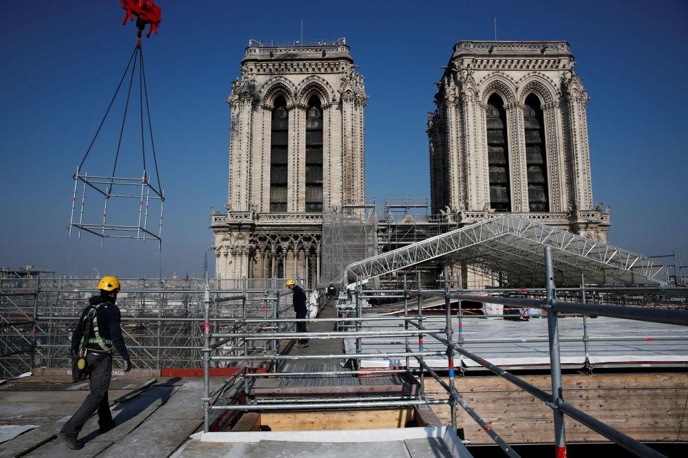 修復巴黎聖母院。