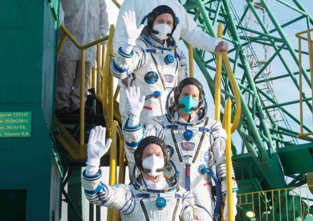 成功返回地球的「聯盟MS-17」飛船上的三名宇航員出艙