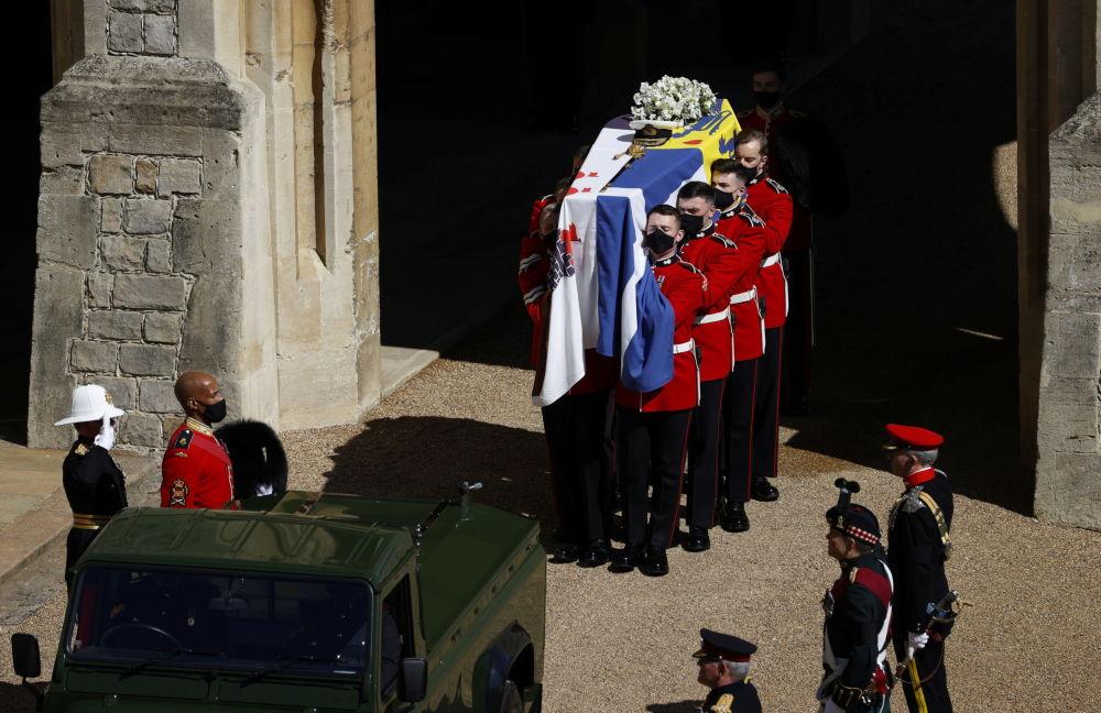 葬禮上的已故菲利普親王的棺材。