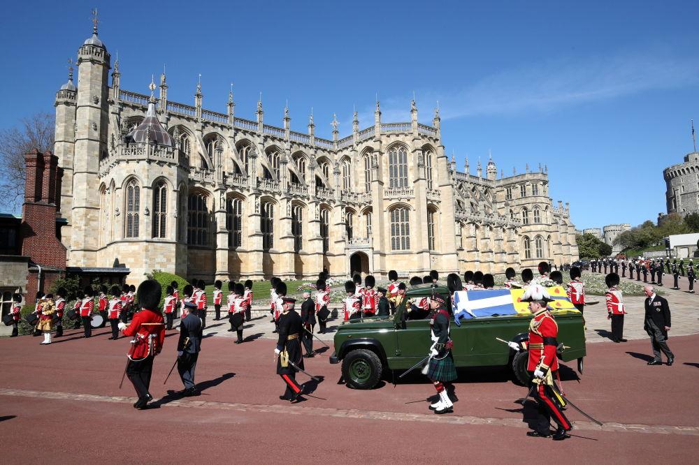 溫莎城堡內,已故菲利普親王的靈車。