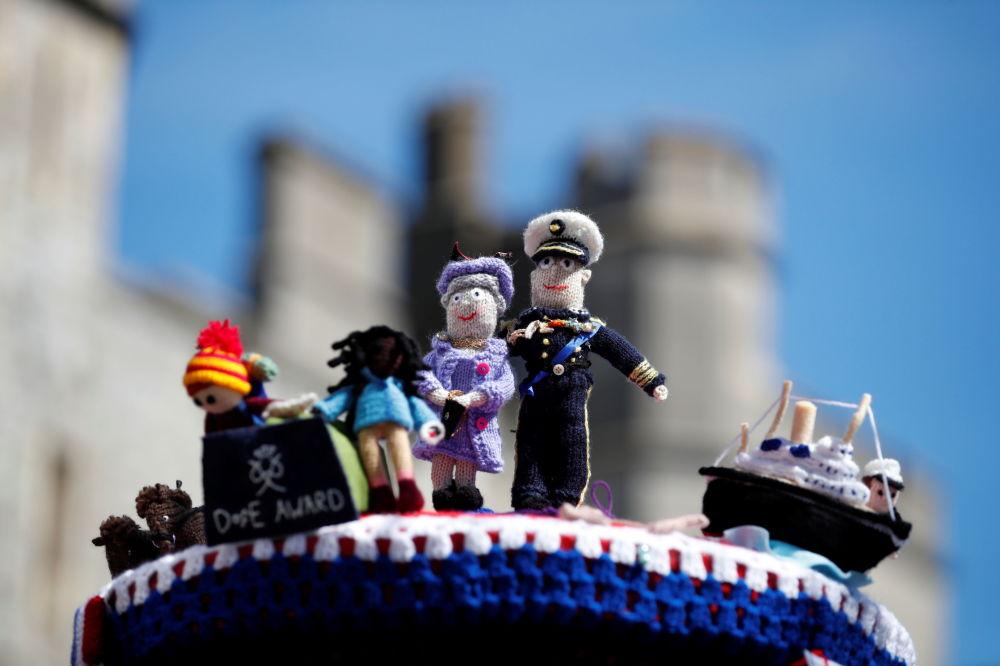 已故菲利普親王葬禮上的女王夫婦的編織小人偶。