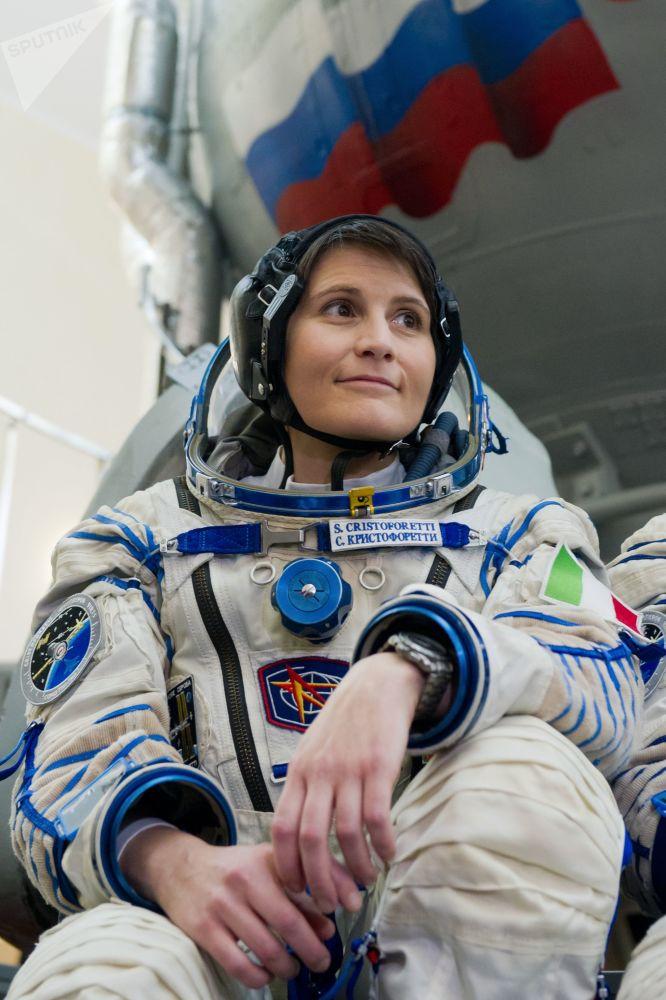 國際空間站第42/43期長期考察組的主要機組成員、歐洲航天局女宇航員、意大利首位女宇航員薩曼莎·克里斯托弗雷蒂。