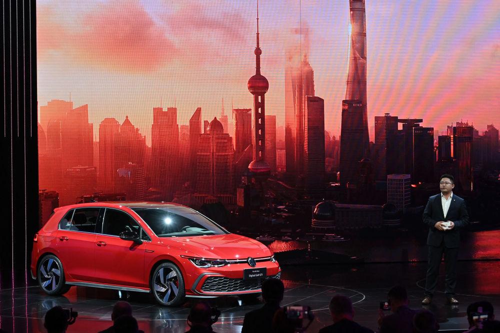 上海國際車展上的大眾高爾夫GTI汽車。