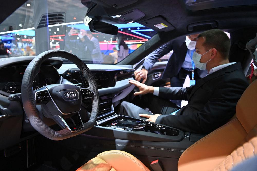 上海國際車展上的奧迪RS e-tron GT 汽車。
