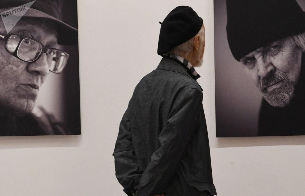 莫斯科「鮑里斯•瑟索耶夫Punctum」攝影展現場。