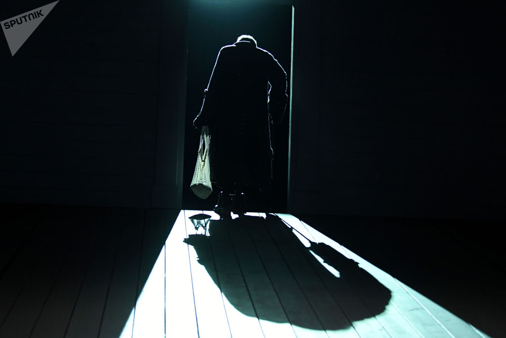 莫斯科馬雅可夫斯基劇院裡上演戲劇《妻子的學校》。