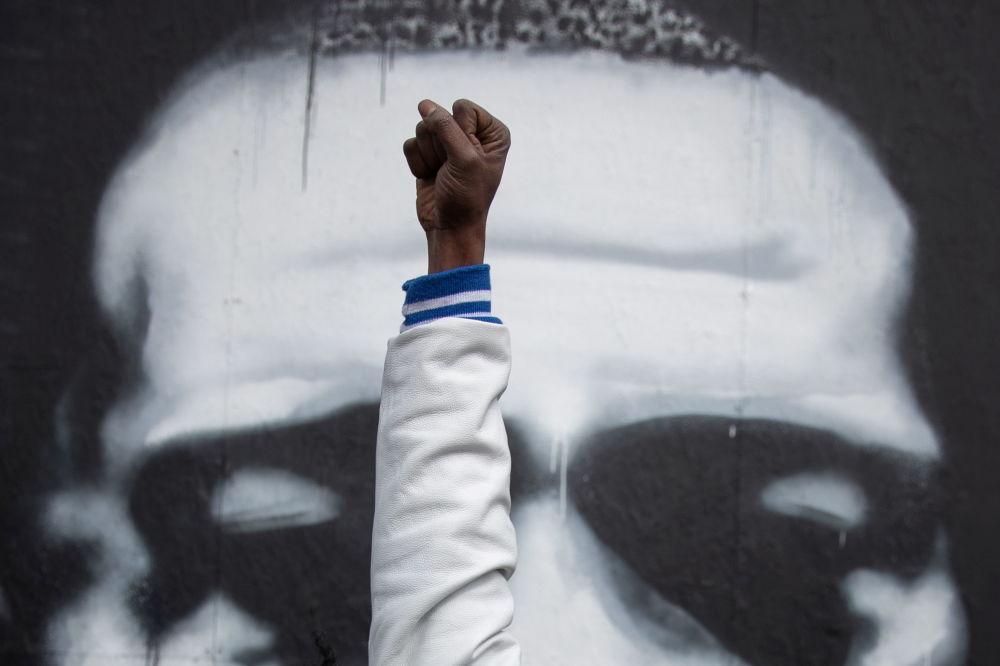明尼阿波利斯當地居民在得知對前警察肖萬作出判決後的反應。