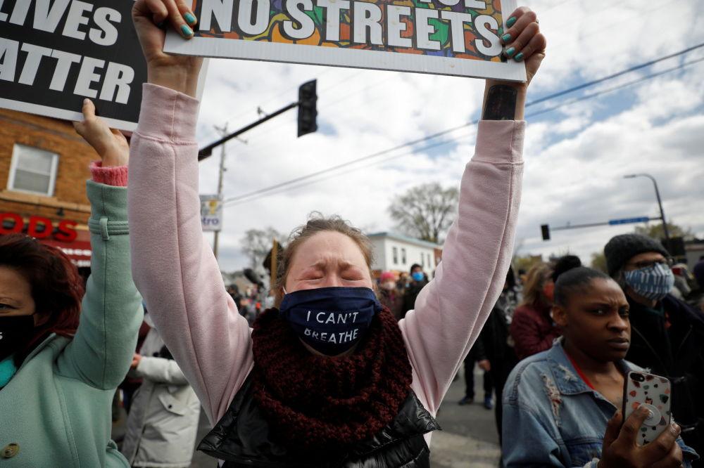 明尼阿波利斯,人們得知對前警察肖萬作出的判決後的反應。