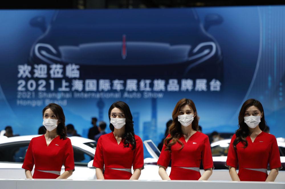 第19屆上海國際車展上的接待員們。