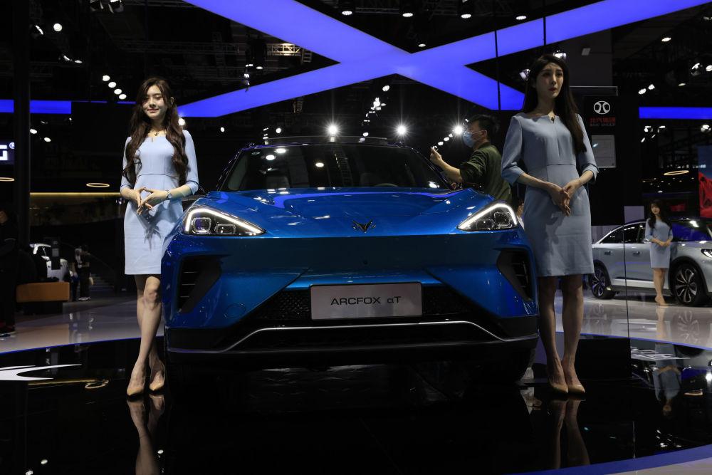第19屆上海國際車展上的車模們。