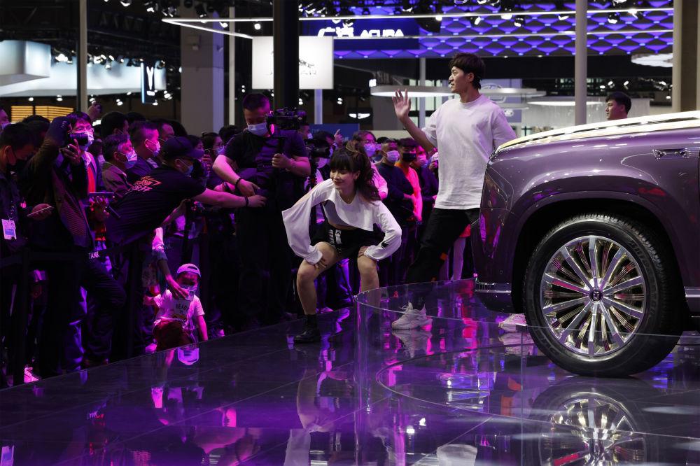 第19屆上海國際車展上的演員們。