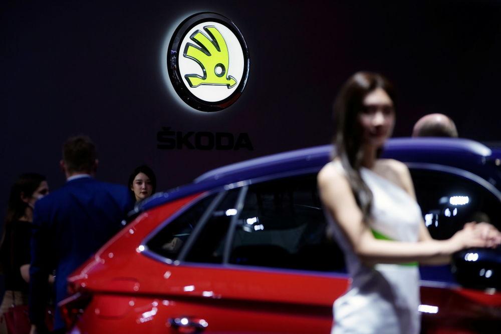 第19屆上海國際車展斯柯達展台上的車模。