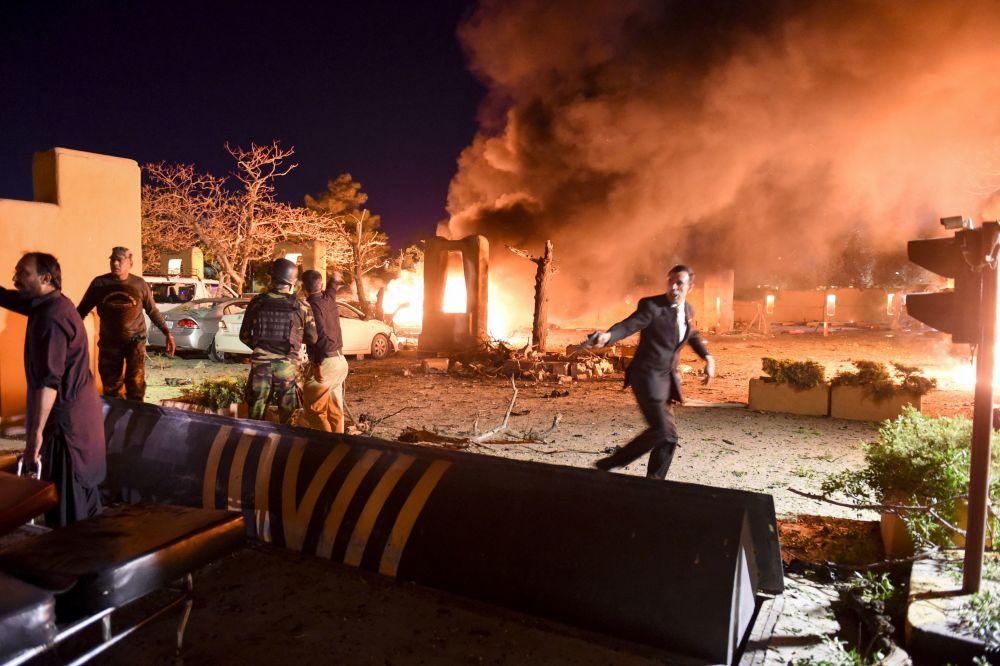 巴基斯坦塞雷納酒店停車場爆炸現場。
