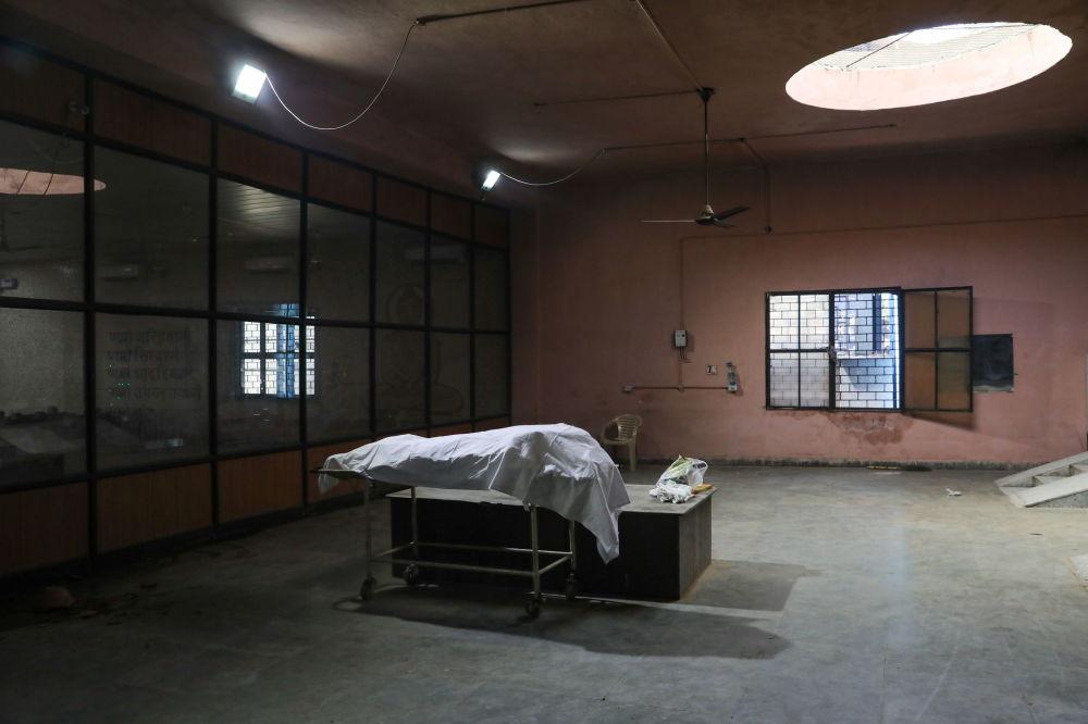 新德里市火葬場停屍房。