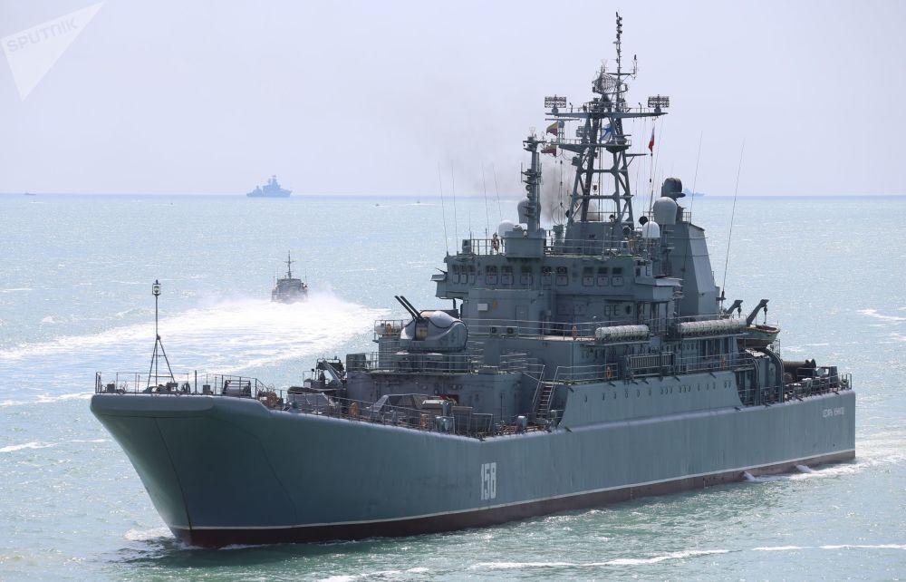 俄軍在克里米亞進行大規模實裝演練