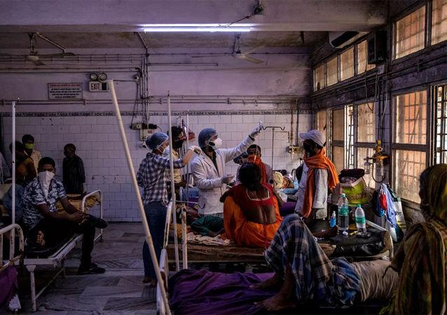 印度新冠病毒感染確診病例一日新增逾41.4萬例 繼續上升