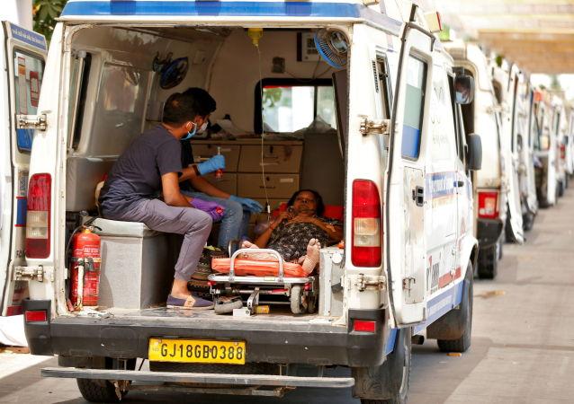 印度單日新增新冠確診病例超38.6萬例 再創新高