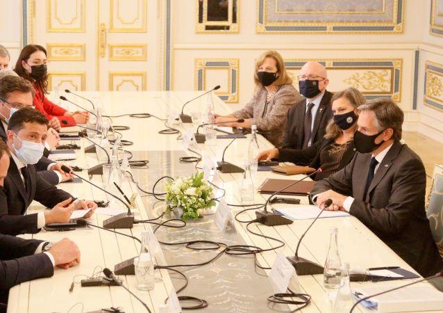 美國國務卿稱對基輔的訪問是富有成效的