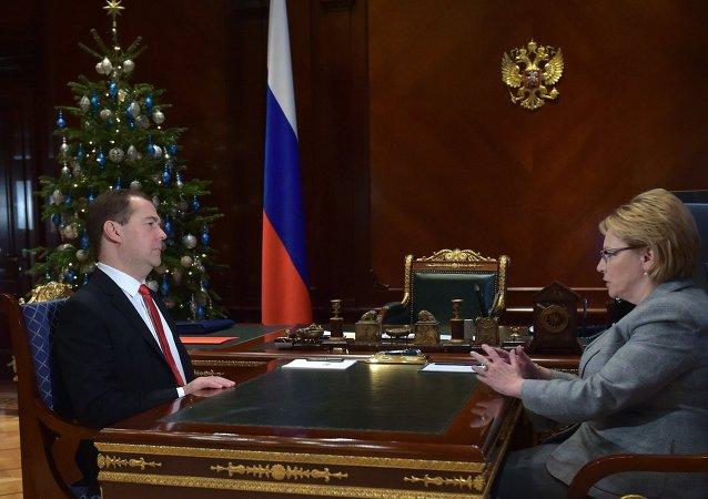 俄羅斯總理德米特里∙梅德韋傑夫和俄衛生部長韋羅尼卡∙斯克沃爾佐娃