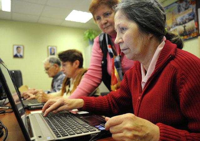 退休人員提供電腦培訓