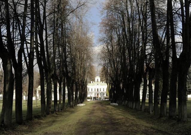 俄布拉戈維申斯克友誼公園中出現以「孔子」命名的涼亭