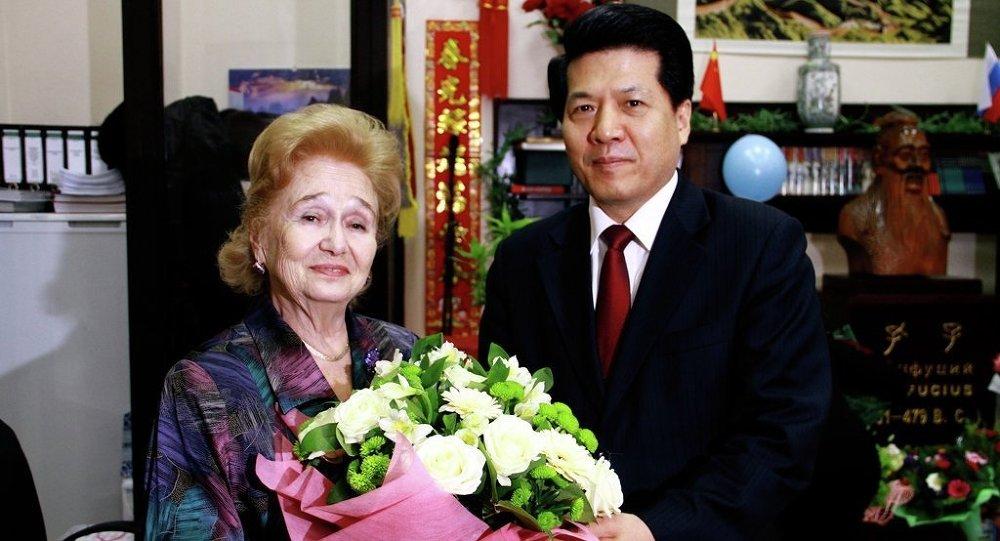 中國駐俄大使李輝祝賀加林娜•庫利科娃80歲壽辰
