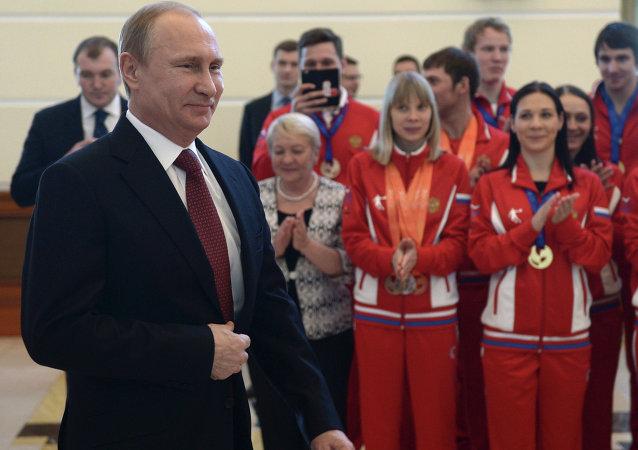 普京贊賞俄大學生代表團在第27屆世界大學生冬運會上的表現
